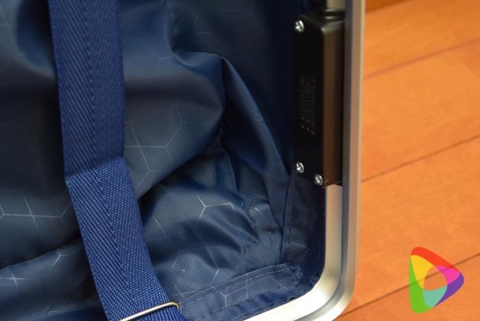 クロース(Kroeus)スーツケースの中身