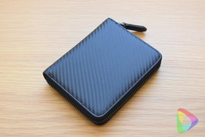 ストラスのラウンドファスナー付き2つ折り財布
