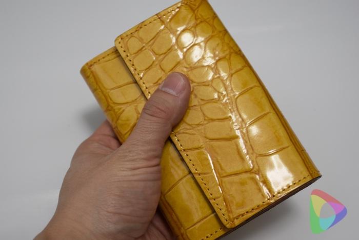 エルベートのエナメルレザー財布イエロー