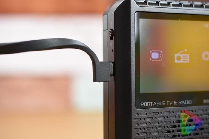 ポータブルテレビ「400-1SG005」の給電