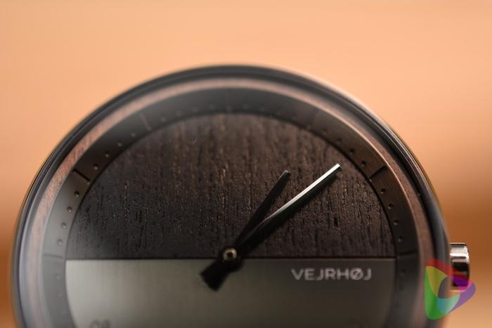 時計の木製パーツ部分