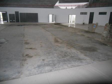 Lantai yang sudah diaci sebelum dipasang parket