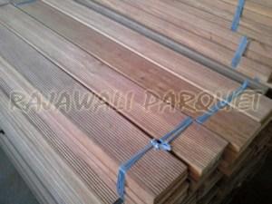 dek kayu