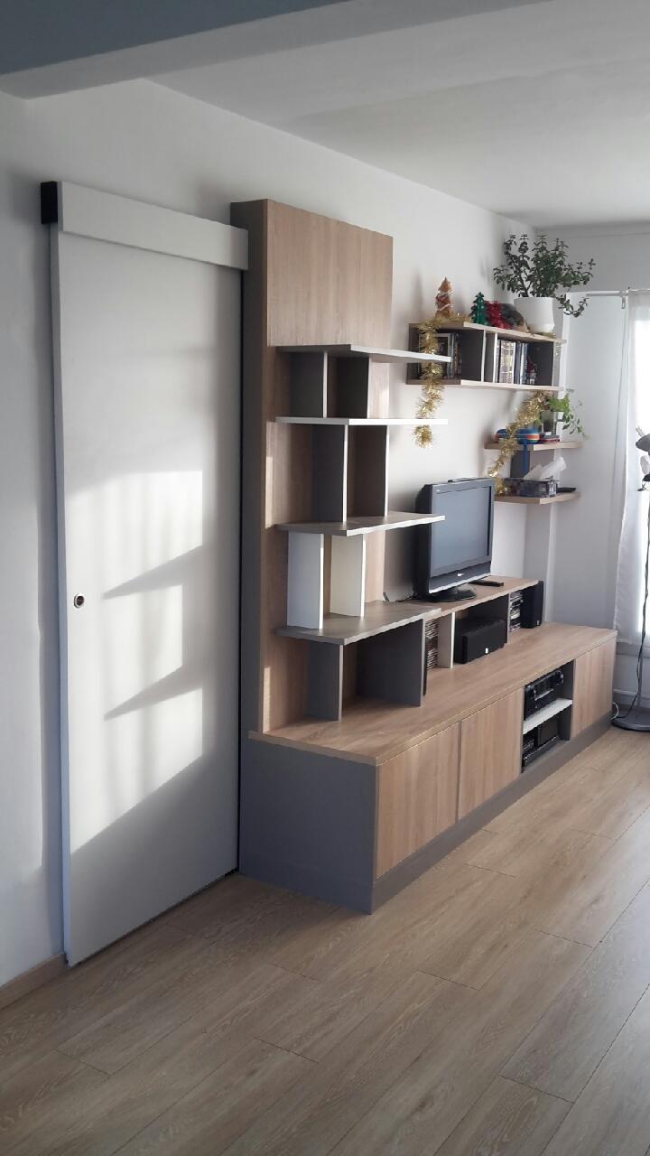 meuble tv asymetrique avec porte