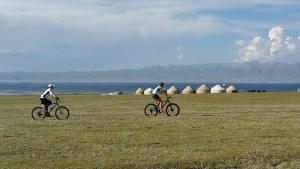 VTT assistance électrique sur les chemins kirghizes
