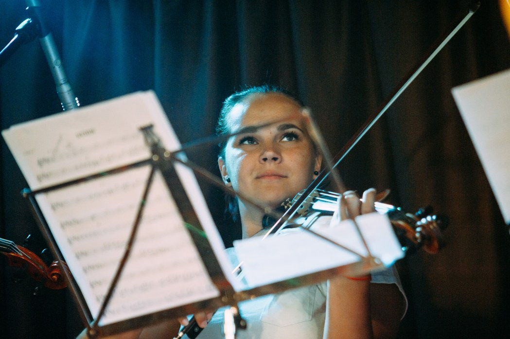 Скрипач One Planet Orchestra