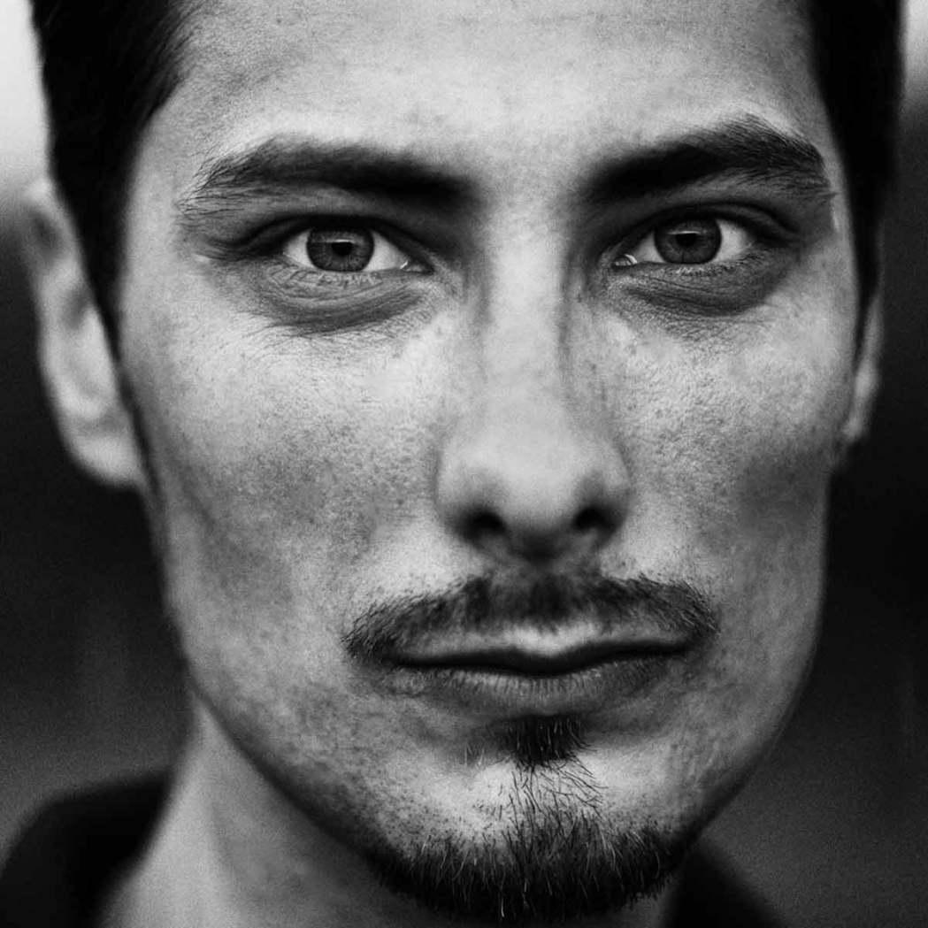Мужской чернобелый портрет фотограф Кирилл Тигай