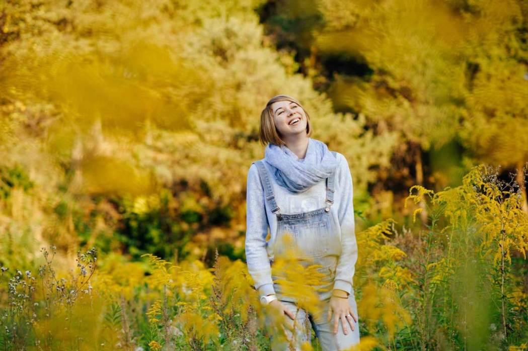 Фотография беременной женщины в цветах