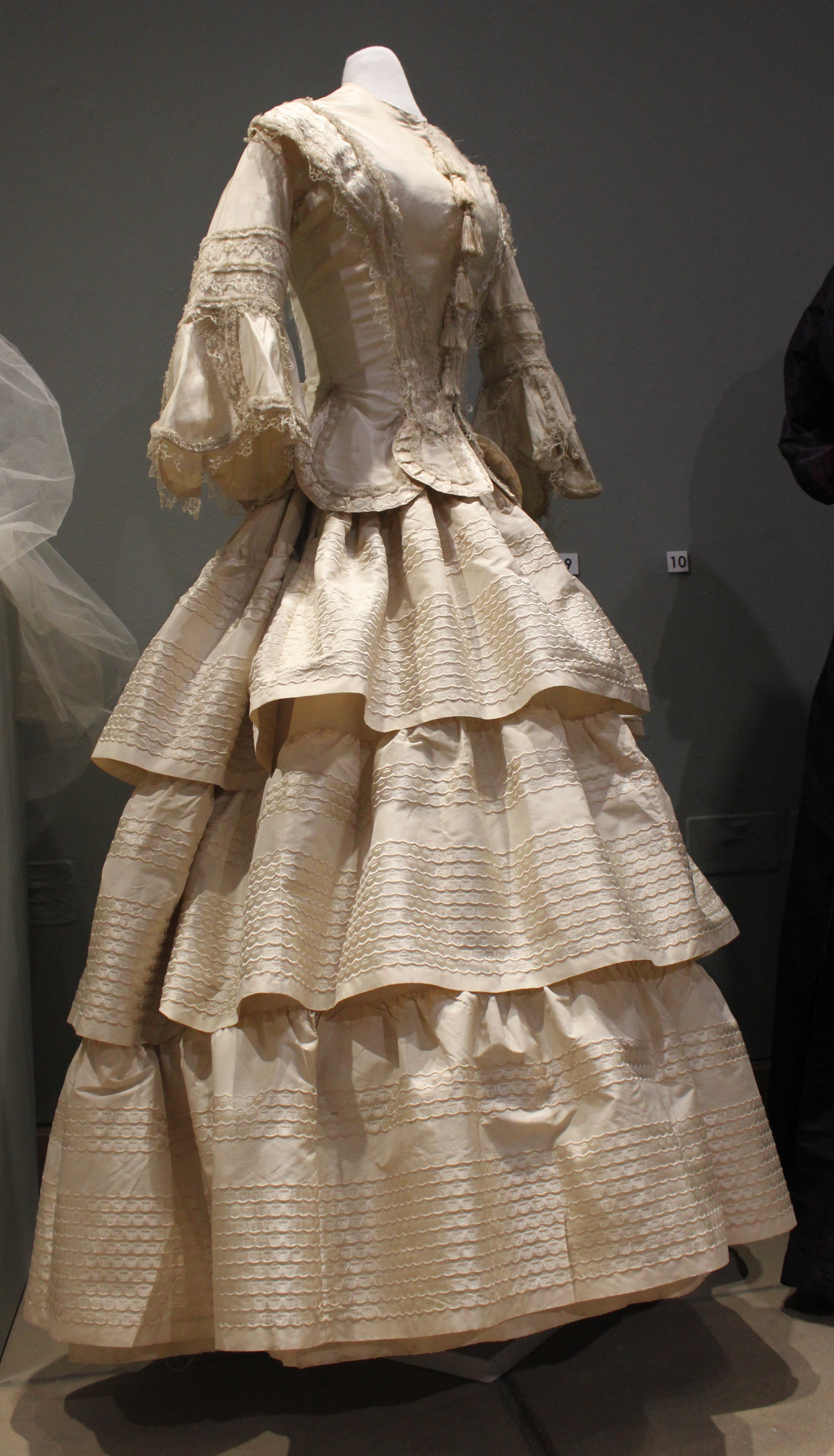 An Exhibition Of Wedding Dresses Dating From The 1820s To 1960s Has Opened In Art Gallery At Ryedale Folk Museum: 1820s Wedding Dress Box At Websimilar.org