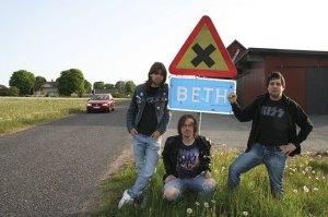 Beth ligger två mil utanför Jönköping. Gruppen Danger Avenue vill spela här nästa år!
