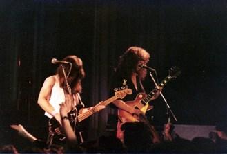 Dennis Stratton y Steve Harris abriendo para KISS en 1980