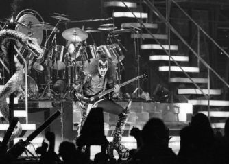 Kiss at Cow Palace, '77(14)