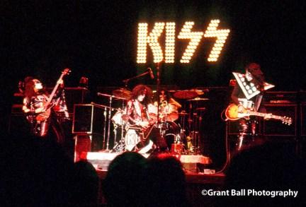 kiss 1975-
