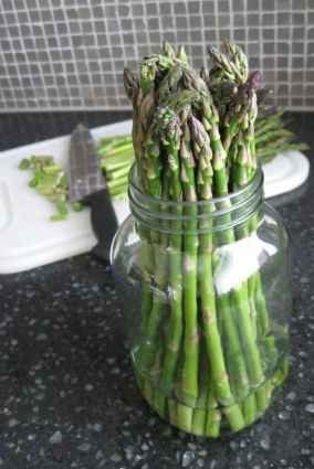 store asparagus in a container with water