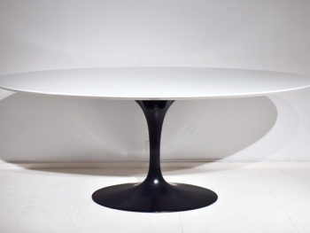 saarinen tulip dining table with oval