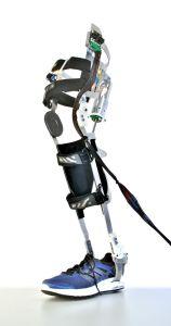 Exoskelette können die persönliche Mobilität älterer Menschen unterstützen. (Foto: KIT)