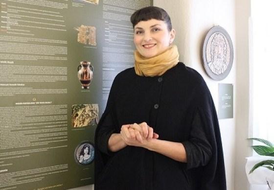 'Troya Efsanesi'ni mozaik ile anlatan sanatçı: 'Emine Özkaya Daloğlu'