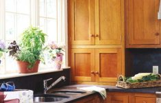 17 Captivating Shaker Kitchen Cabinets That Will Make You Smile