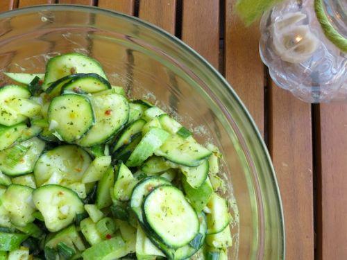 Zucchini-Apfelsalat als Fondue Beilagen