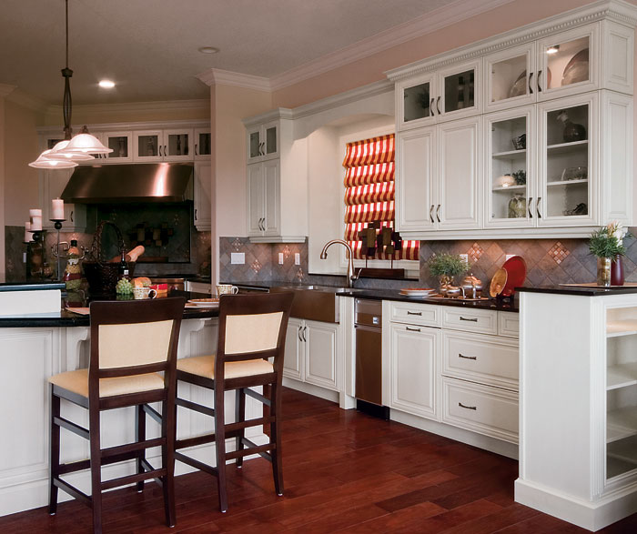 Traditional Kitchen Cabinets In Painted Maple Kitchen