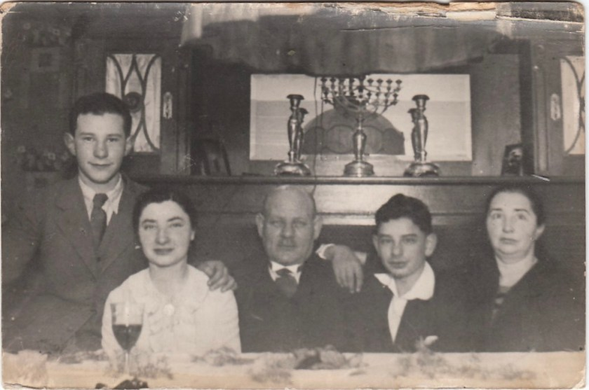 Kitchener camp, Reissner family, 1936