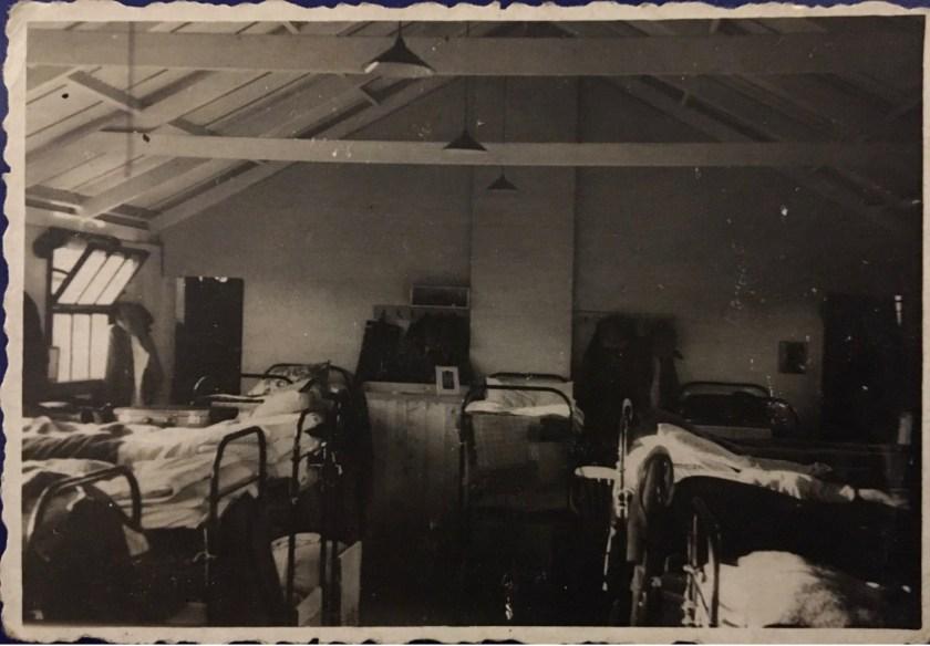 Hans Friedmann, Kitchener camp, bunk beds, 1939