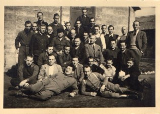 Kitchener camp, Schmuel Kamm, Hut group photograph