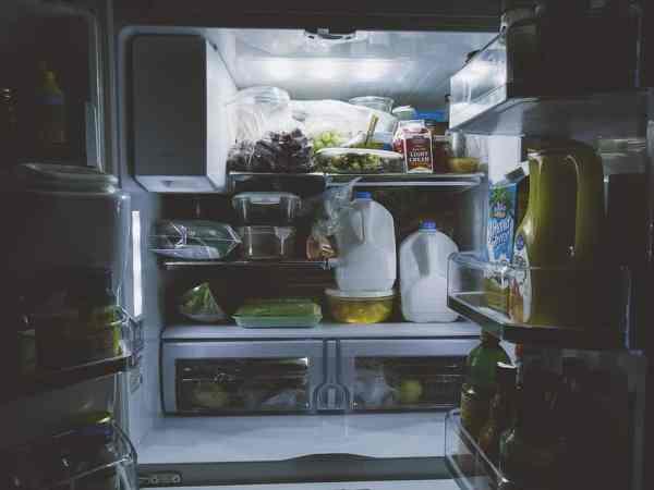 Kühlschranklampen erhellen den Kühlschrank