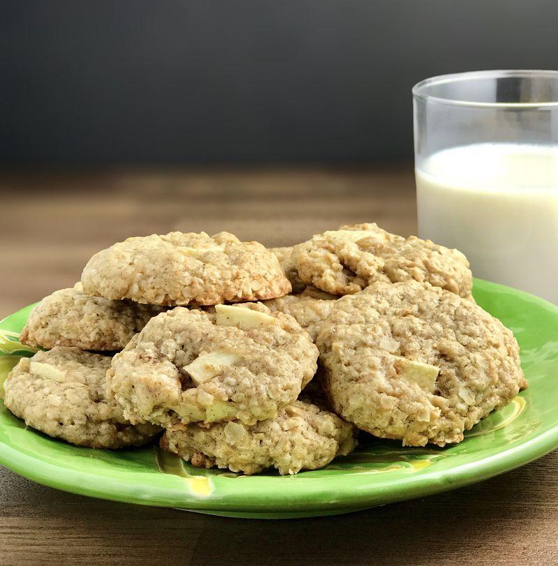 Vegan Chewy Apple Oatmeal Cookies