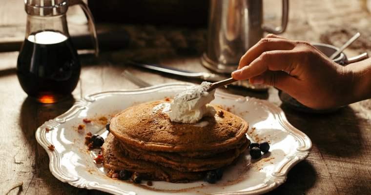 Fünf gesunde Pancake-Variationen für einen ausgewogenen Start in den Tag