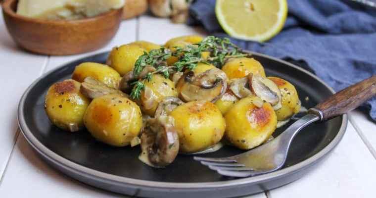 Gefüllte Steinpilz Gnocchi mit Champignonsoße