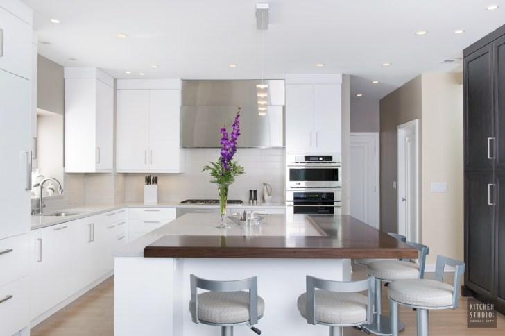Kitchen Studio Clean Crisp