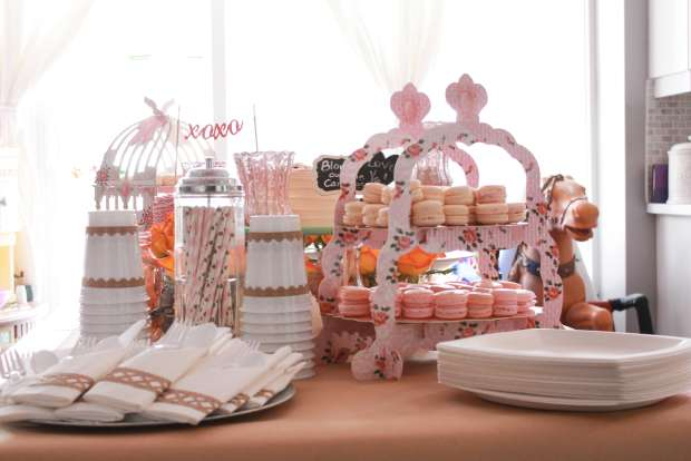 pink and brown treat table