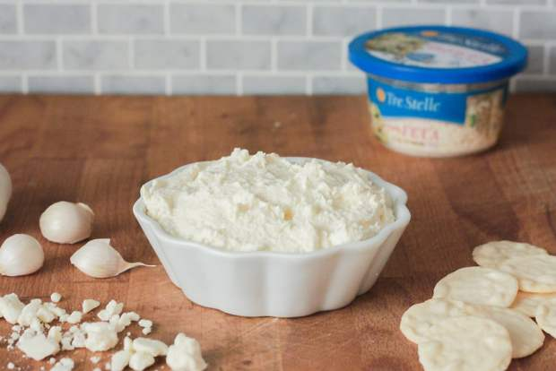 feta and garlic cracker dip
