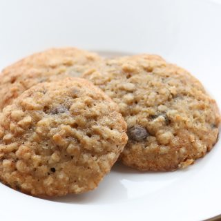Healthy Banana Bread & Oatmeal Snacking Cookies - a great on the go alternative for kids!