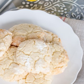 These lemon crinkle cookies are SO GOOD! Chewy inside, and crispy around the edge, this recipe is a keeper!