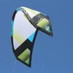 Der Airush Zero 18m² Kite elegant in der Luft