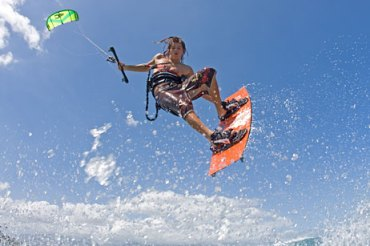 Find Us! Have a Cairns Holiday this winter Learn with Kiteboarding Cairns
