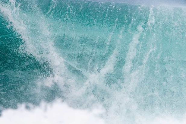 Keahi de Aboitiz kitesurfing at Off The Wall, Hawaii
