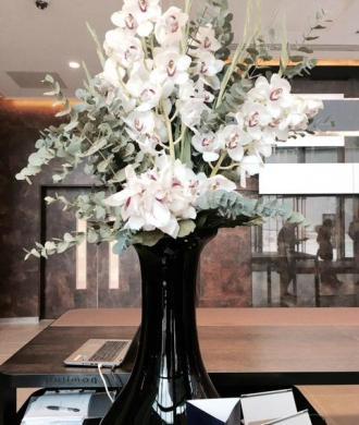 Pullman Hotel Liverpool Lobby Vase of flowers