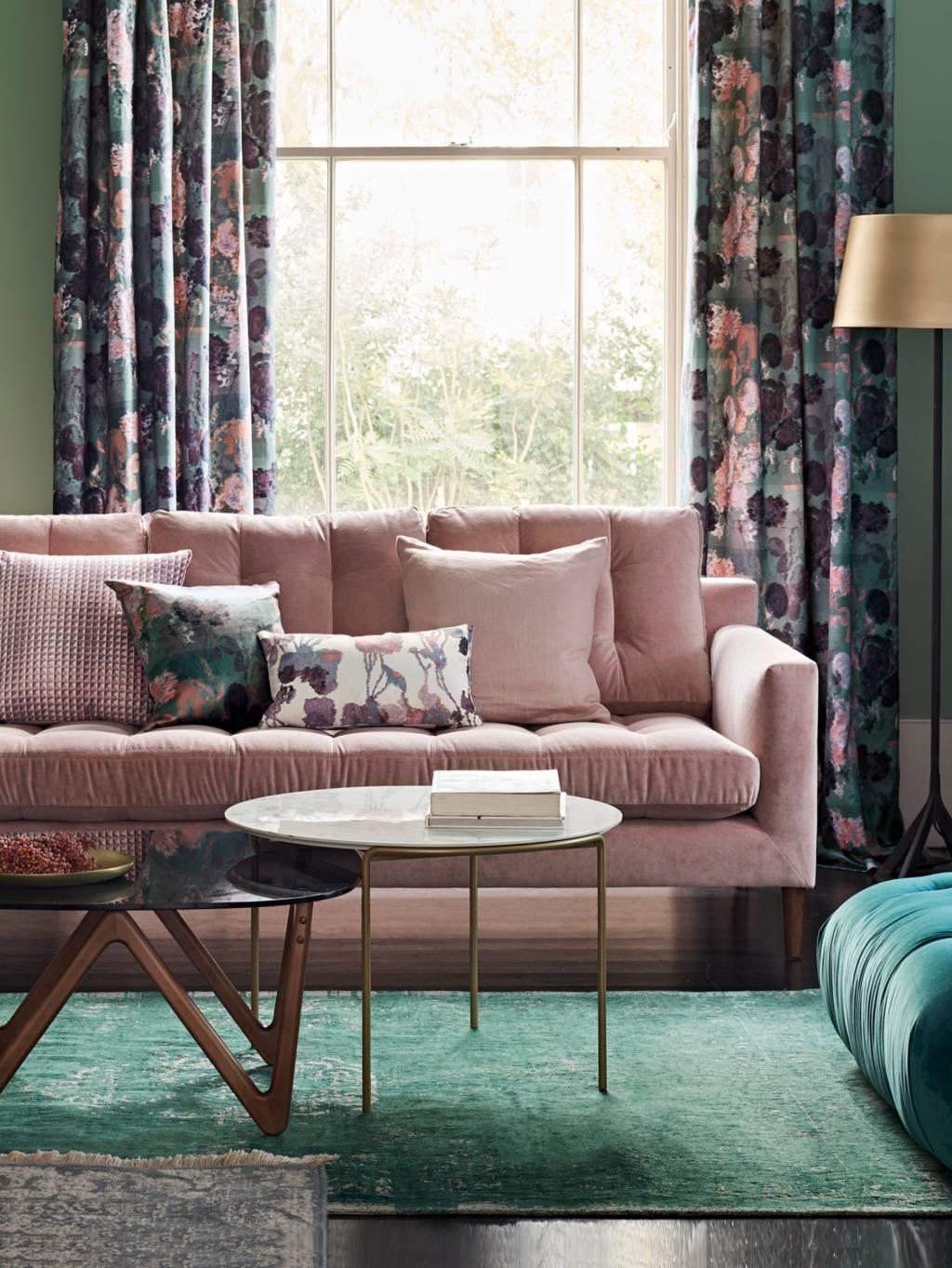 Green living room with pink sofa | Green living room ideas | www.kittyandb.com