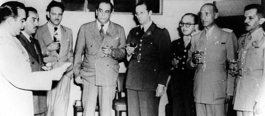 Luis Felipe Llovera Páez; Leonardo Ruiz Pineda; Edmundo Fernández, ministro de Sanidad y Asistencia Social; el presidente Gallegos, Carlos Delgado Chalbaud y Marcos Pérez Jiménez 1948