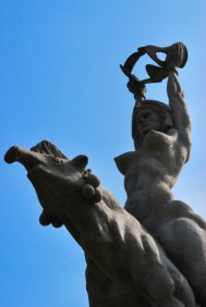 Maria-Lionza-Statue-by-Alejandro-Colina