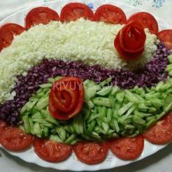 Urembo wa Saladi ya Matunda kwa nyanya
