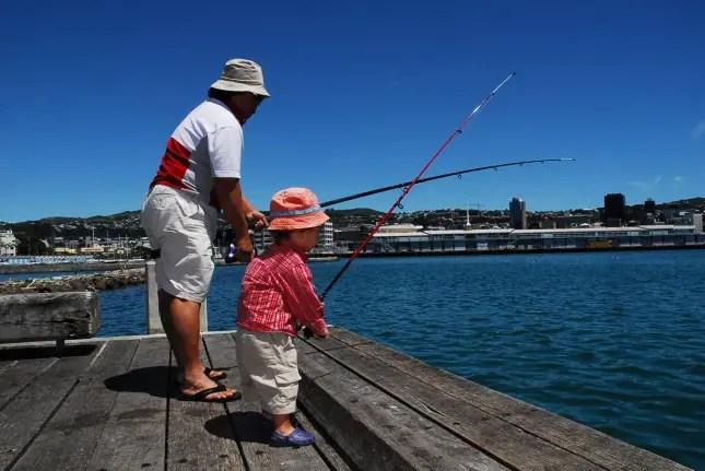 DSC_0416 maori child fishing with grandad