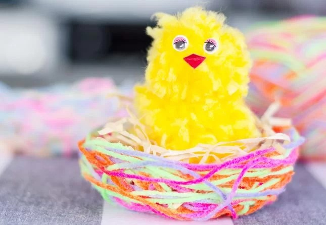 DIY wool basket with Easter pompom chicken