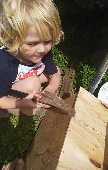 How to make a bug hotel-Kids hammering