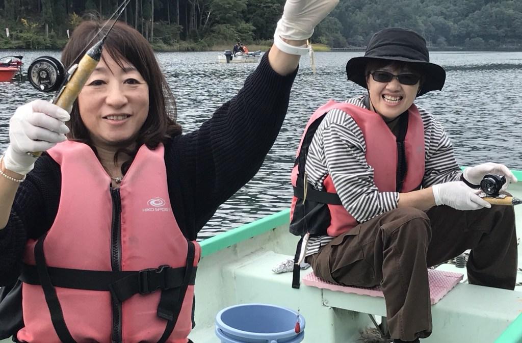 木崎湖ワカサギ釣果情報 10/12 ポイントは当店のすぐ近く!