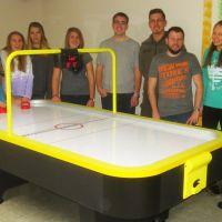 Endlich ist der da: Unser neuer Airhockey-Tisch!