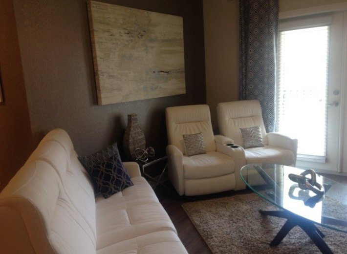 Accent Wall Family Room Interior Design